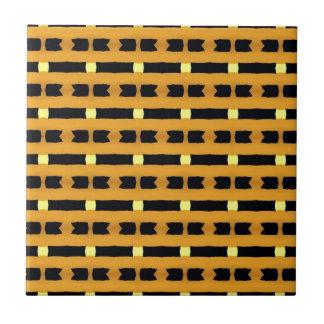 Geometrisch im Gelb und im Schwarzen Fliese