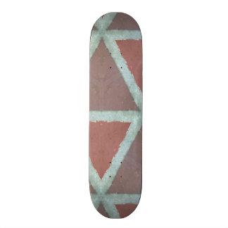 Geometrische Steinwand Skateboard Deck