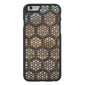 Geometrisches Gitterfenster, Indien Carved® iPhone 6 Hülle Ahorn
