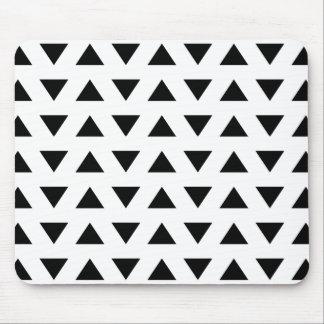 Geometrisches Schwarzweiss-Muster der Dreiecke Mauspads