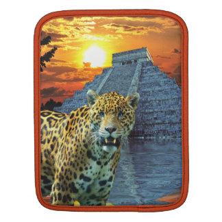 Gepunkteter Jaguar u. Mayatempel-große Katze iPad Sleeve Für iPads