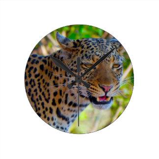 Gepunkteter Leopard Runde Wanduhr
