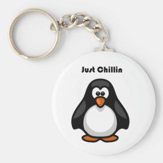 Gerade Chillin Penguin-Cartoon Schlüsselanhänger