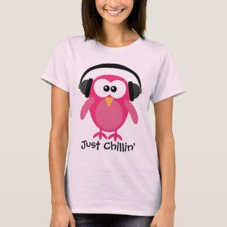 Gerade Chillin rosa Eule mit Kopfhörern T-Shirt