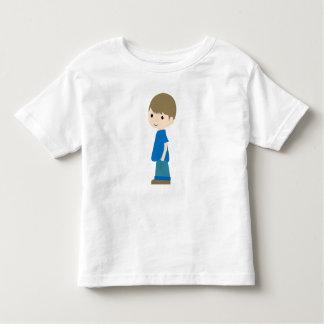 Gerade ein Junge Kleinkind T-shirt