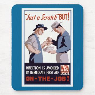 """Gerade ein Kratzer-"" Hilfe-Plakat Mousepads"