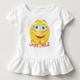 Gerade Lächeln:) Kleinkind T-shirt