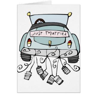 Gerade schleppende Dosen des verheirateten Autos Karte