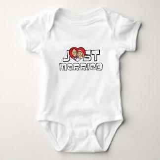 Gerade verheiratet baby strampler