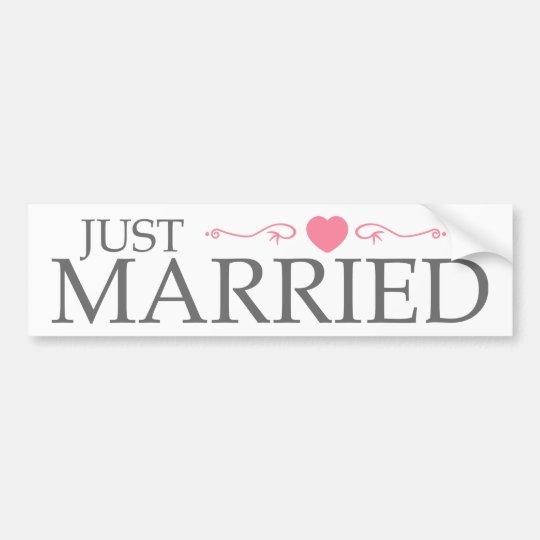 Gerade verheiratet (rosa Herz-Rolle) Autoaufkleber