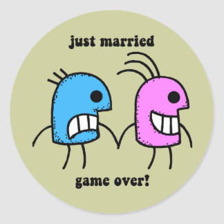gerade verheiratet runder aufkleber