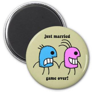 gerade verheiratet runder magnet 5,7 cm