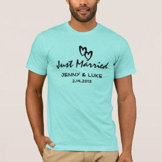 Gerade verheiratete Braut und Bräutigam T-Shirt