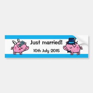 Gerade verheiratete Fliegenschweinbraut und Autoaufkleber