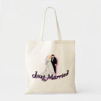 Gerade verheiratete Hochzeits-Paare Tragetasche