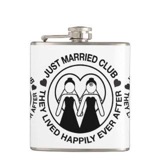 Gerade verheiratete personalisierte flachmann