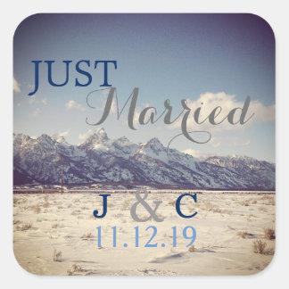 Gerade verheiratete Teton Winter-Hochzeit Quadratischer Aufkleber