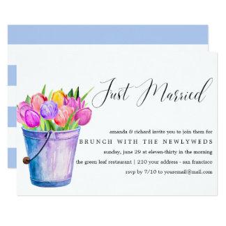 Gerade verheirateter Eimer-Blumenposten-Hochzeit Karte