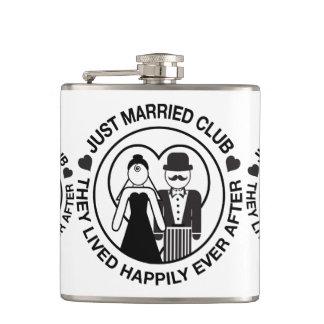 Gerade verheiratetes personalisiertes flachmann
