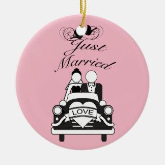 Gerade verheiratetes personalisiertes keramik ornament