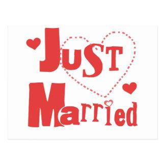 Gerade verheiratetes rotes Herz Postkarte