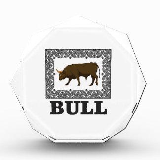 gerahmter brauner Stier Auszeichnung