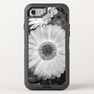Gerbera-Gänseblümchen-schwarze u. weiße Fotografie OtterBox Defender iPhone 8/7 Hülle