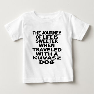 Gereist mit einem Kuvasz Leben-Partner Baby T-shirt