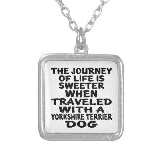 Gereist mit einem Leben-Partner Yorkshires Terrier Versilberte Kette
