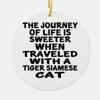 Gereist mit Tiger-siamesischer Katze Keramik Ornament
