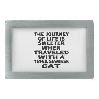 Gereist mit Tiger-siamesischer Katze Rechteckige Gürtelschnalle
