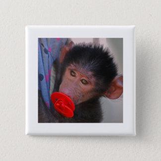 Geretteter Baby-Affe mit einer Attrappe Quadratischer Button 5,1 Cm
