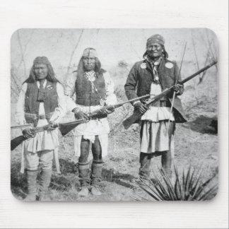 Geronimo und drei seiner Apache-Krieger, 1886 (b Mousepad