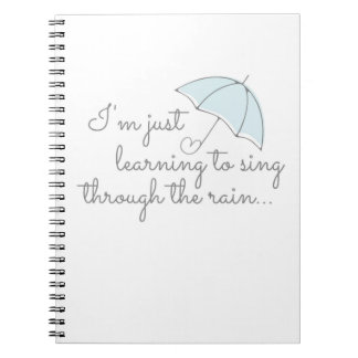 Gesang durch das Regen-Notizbuch Spiral Notizblock