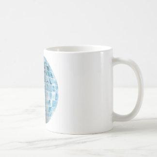 Geschäfts-Technologie-Gesamt-Netzwerk mit Kaffeetasse