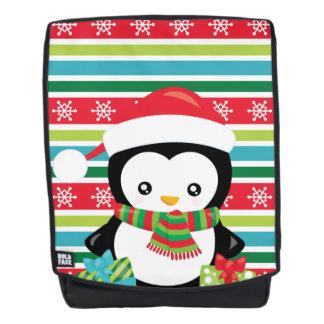 Geschenk-Pinguin auf gestreiftem Rucksack