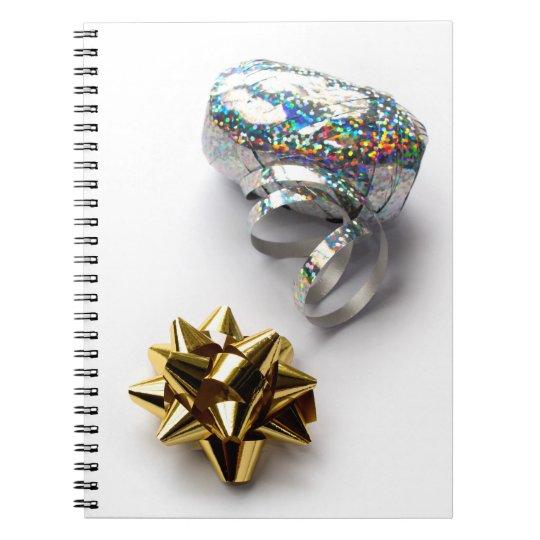 Geschenk-Verpackungs-glänzender Bogen und Spiral Notizblock