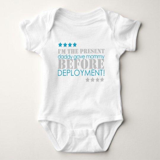Geschenk zwischen Stationierungen Baby Strampler