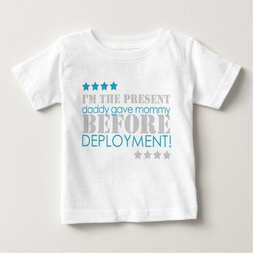 Geschenk zwischen Stationierungen Shirts