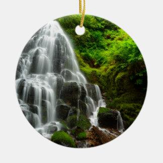 Geschenke des Natur-Waldwasserfalls Rundes Keramik Ornament