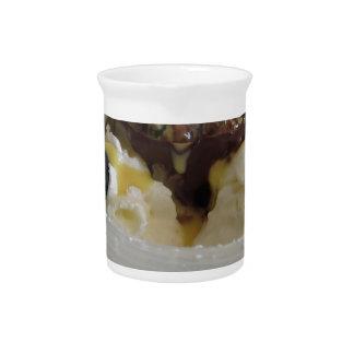 Geschmolzener Schokoladenball mit Zabaglionecreme Krug