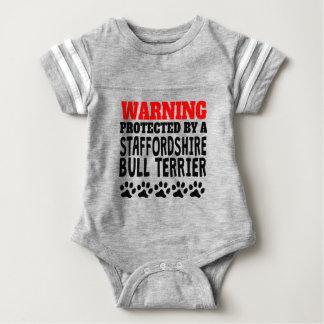 Geschützt durch einen Staffordshire-Bullterrier Baby Strampler