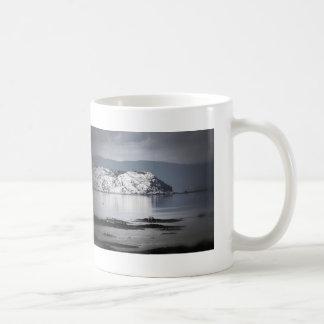 Gesehene Tasse des Flusses