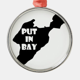 Gesetzt in Bucht-Insel-Ohio-Silhouette-Logo mit Silbernes Ornament