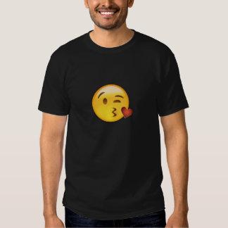 Gesicht, das einen Kuss Emoji wirft Tshirts