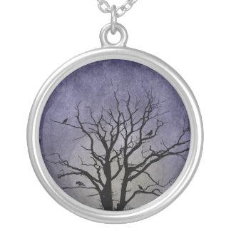 Gespenstische Baum-Halloween-Drucke Versilberte Kette