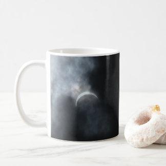 Gespenstische Eklipse-Sturm-Wolken 2017 Kaffeetasse