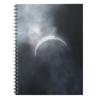Gespenstische Eklipse-Sturm-Wolken 2017 Notizblock
