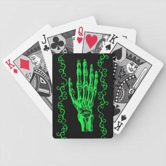 Gespenstische grüne Halloween-Zombieneonhand Bicycle Spielkarten
