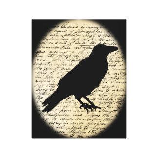 Gespenstische Krähe auf gealterter Text-Leinwand Leinwanddruck